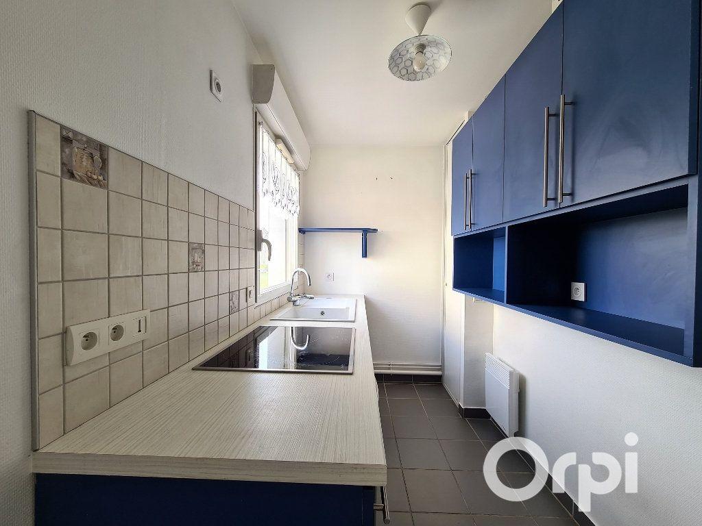 Appartement à louer 2 50m2 à Royan vignette-2