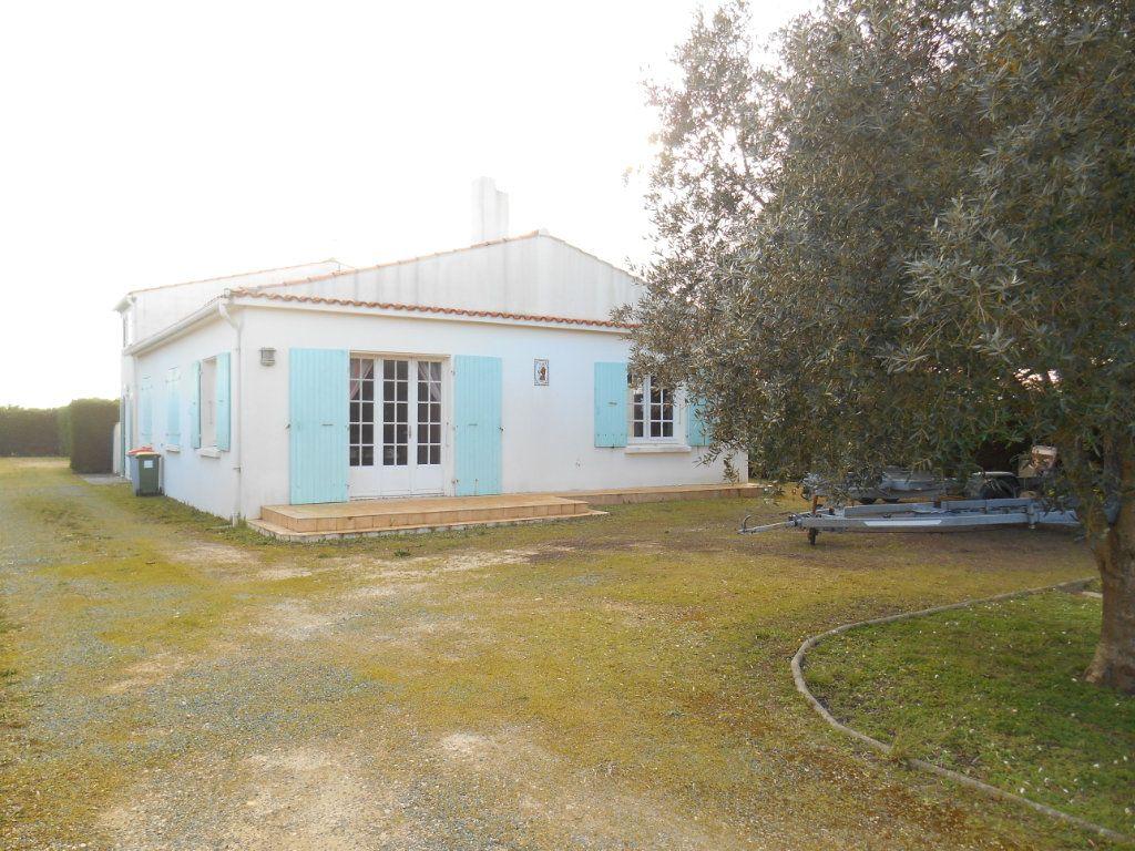 Maison à vendre 9 150m2 à Saint-Denis-d'Oléron vignette-1