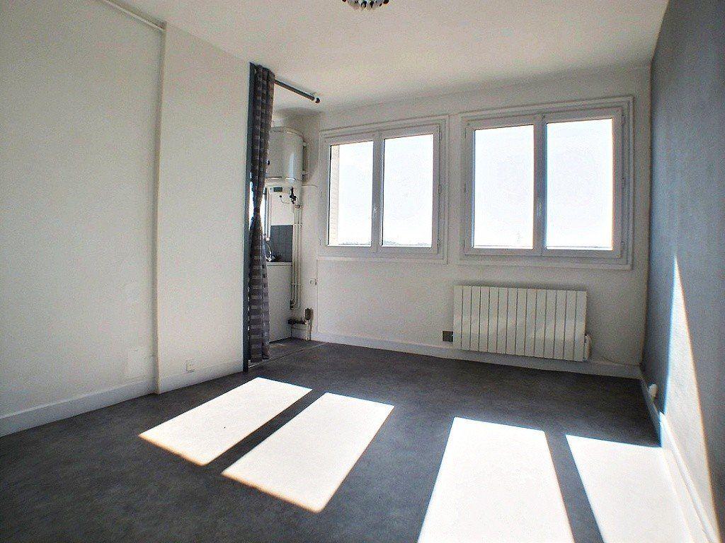 Appartement à louer 2 33.3m2 à Le Creusot vignette-1