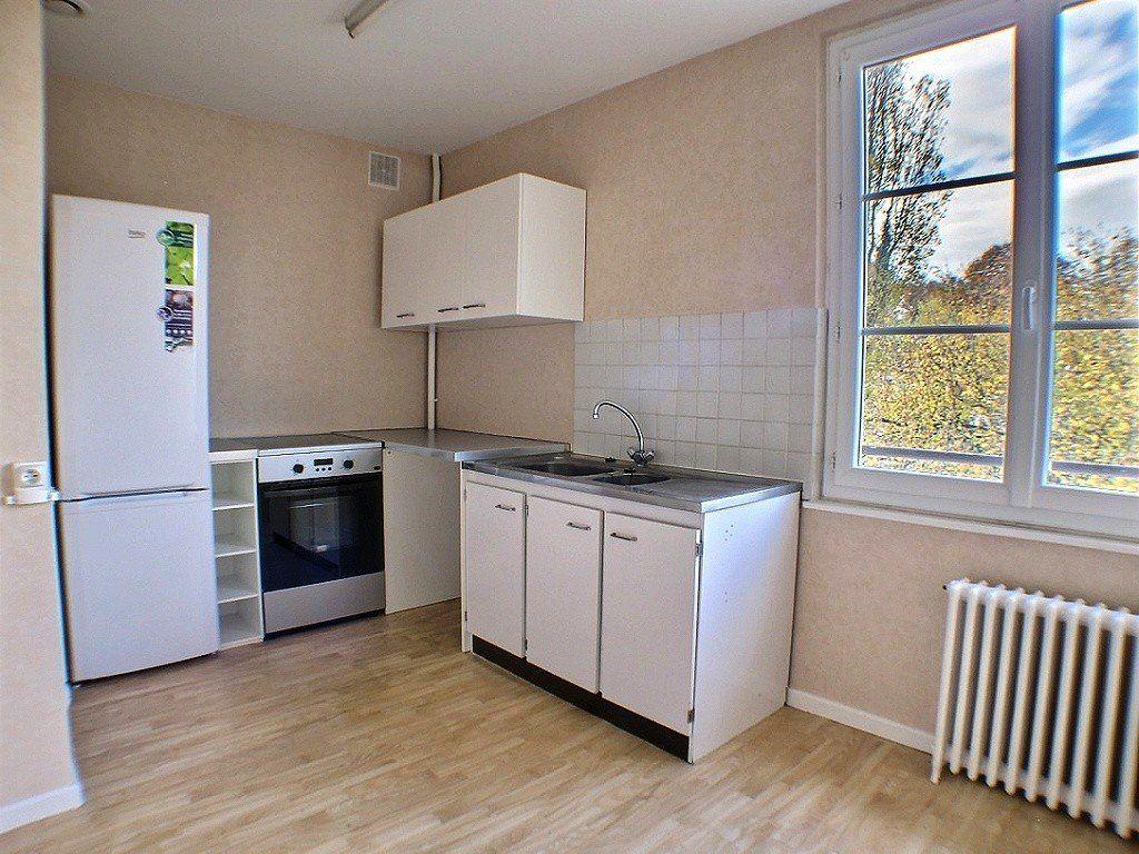 Appartement à louer 3 59.64m2 à Le Creusot vignette-2