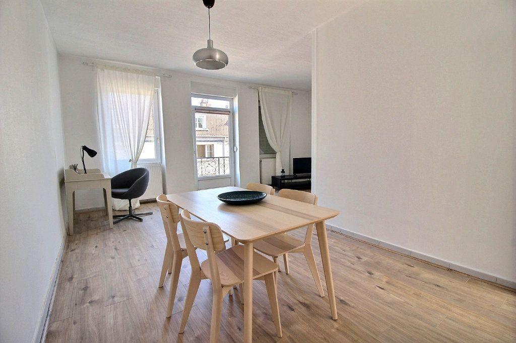 Appartement à louer 2 55.2m2 à Le Creusot vignette-1