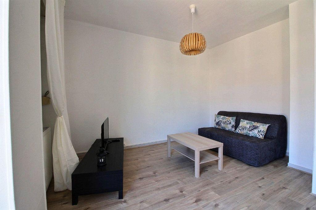 Appartement à louer 2 55.2m2 à Le Creusot vignette-2