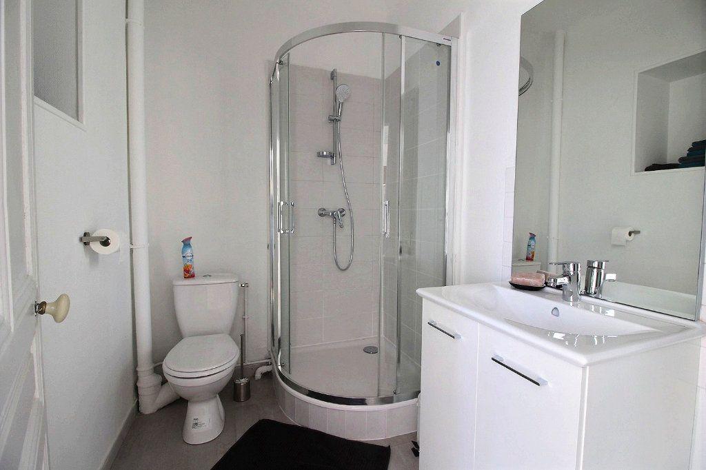Appartement à louer 2 55.2m2 à Le Creusot vignette-5
