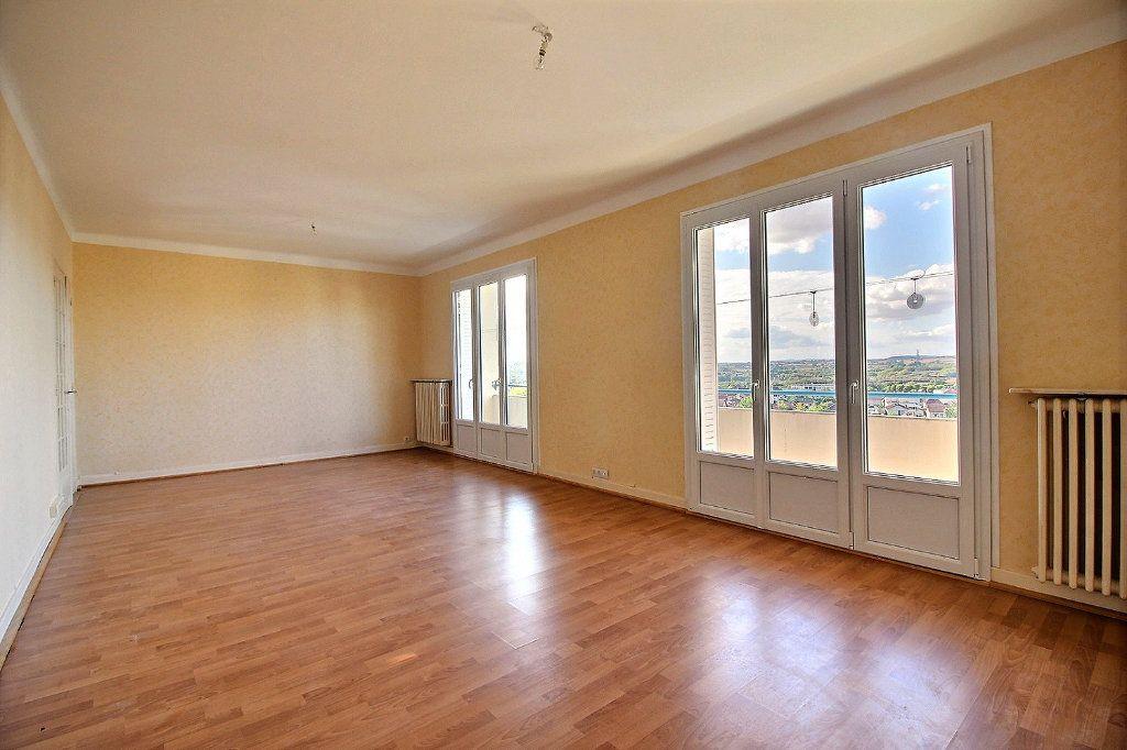 Appartement à louer 3 96m2 à Montceau-les-Mines vignette-1