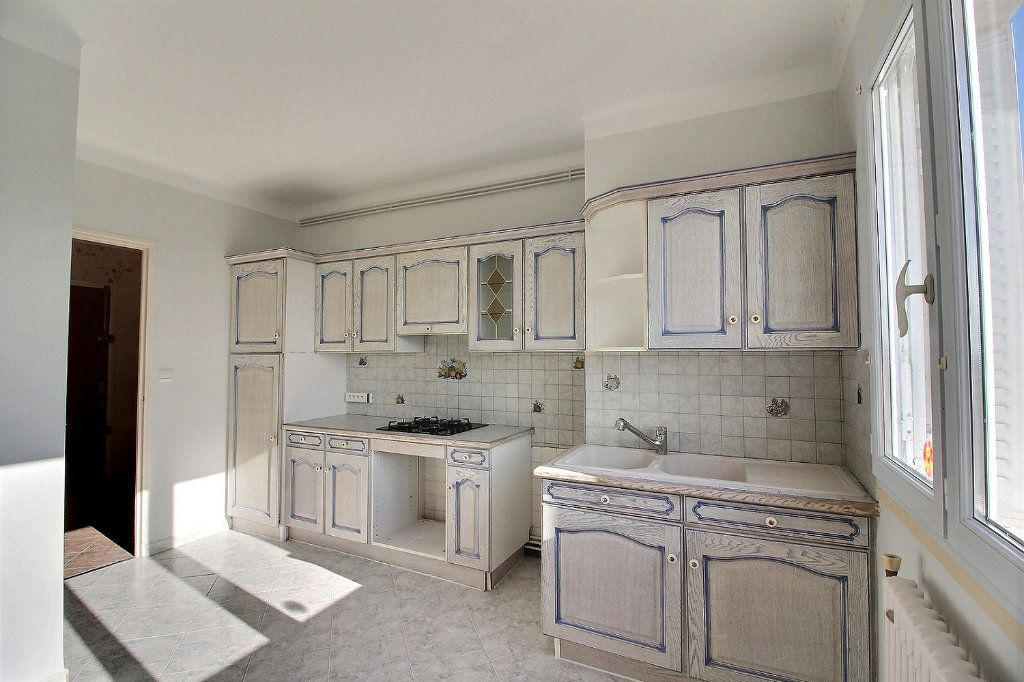 Appartement à louer 3 96m2 à Montceau-les-Mines vignette-2
