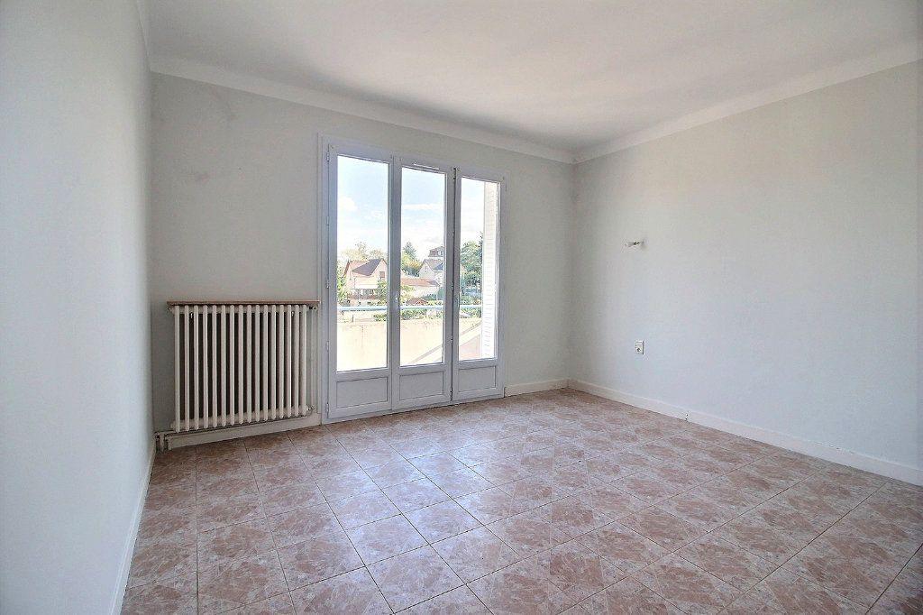 Appartement à louer 3 96m2 à Montceau-les-Mines vignette-3