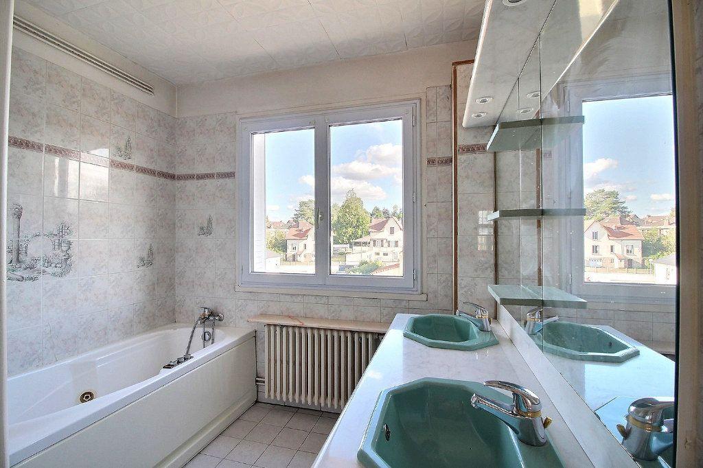 Appartement à louer 3 96m2 à Montceau-les-Mines vignette-5