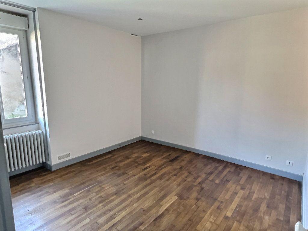 Appartement à louer 3 84.94m2 à Le Creusot vignette-5