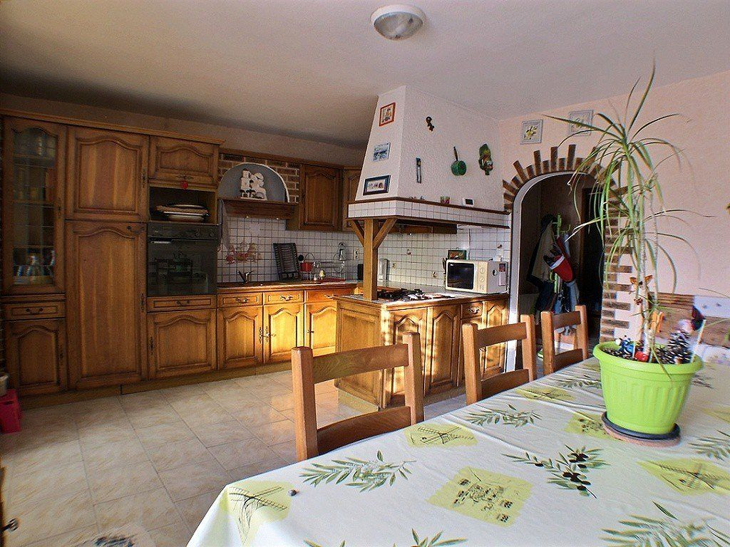 Maison à vendre 7 169.1m2 à Ladoix-Serrigny vignette-1