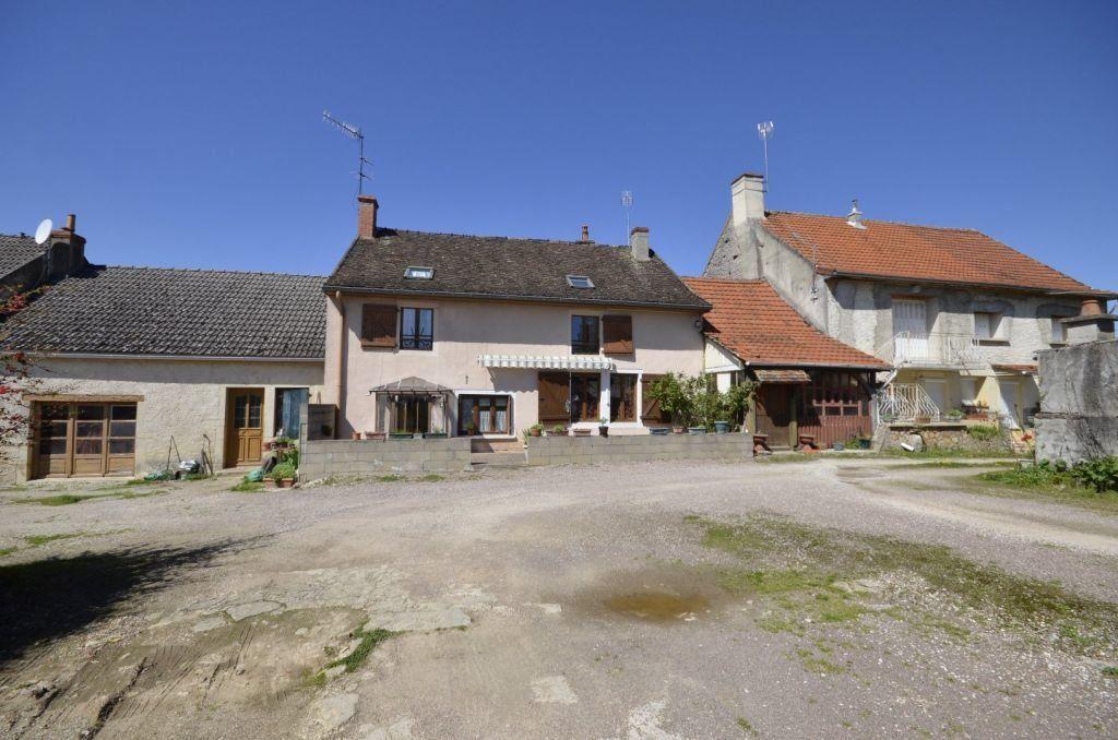 Maison à vendre 7 169.1m2 à Ladoix-Serrigny vignette-2