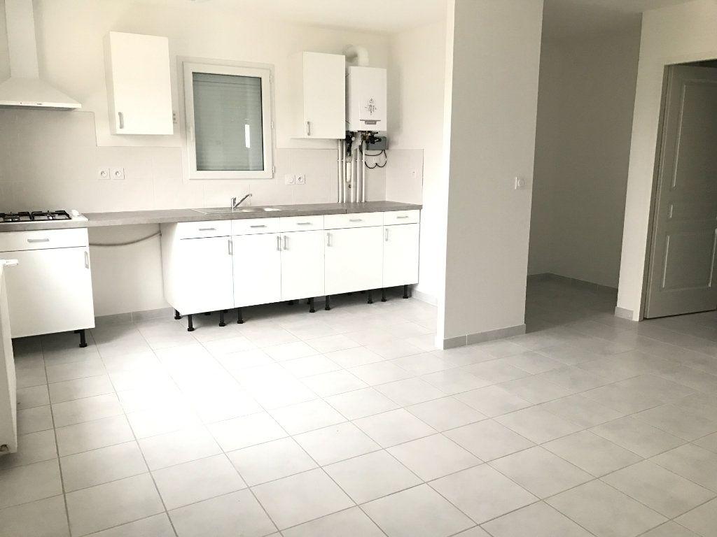 Appartement à louer 3 58.21m2 à Pont-de-Chéruy vignette-1