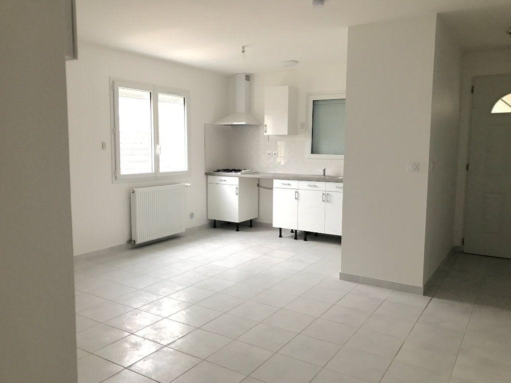 Appartement à louer 3 58.21m2 à Pont-de-Chéruy vignette-2