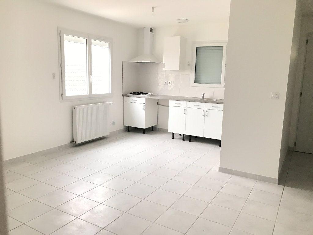 Appartement à louer 3 58.21m2 à Pont-de-Chéruy vignette-3