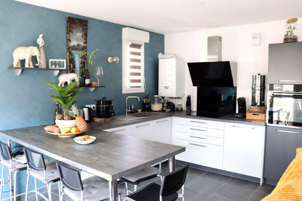 Appartement à vendre 3 62m2 à L'Isle-d'Abeau vignette-2