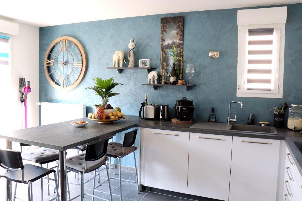 Appartement à vendre 3 62m2 à L'Isle-d'Abeau vignette-3