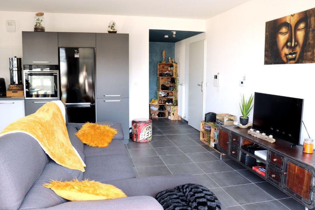 Appartement à vendre 3 62m2 à L'Isle-d'Abeau vignette-4