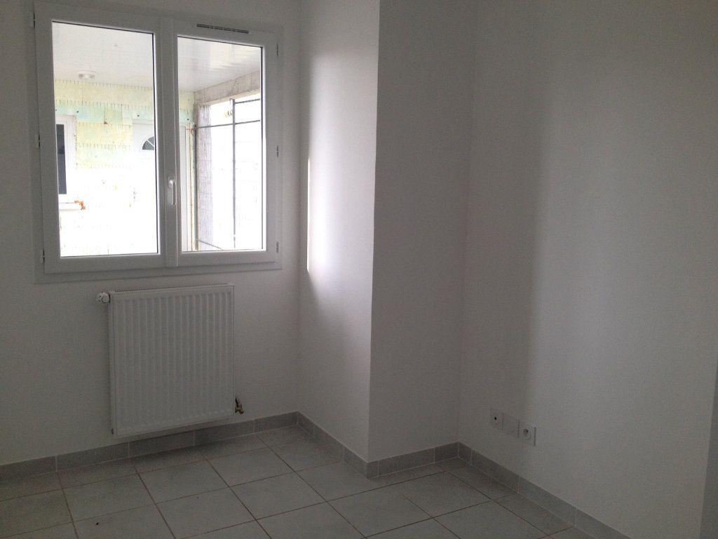 Appartement à louer 4 64m2 à Pont-de-Chéruy vignette-3