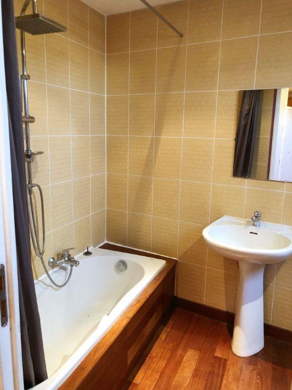 Appartement à vendre 2 65m2 à Pont-de-Chéruy vignette-4