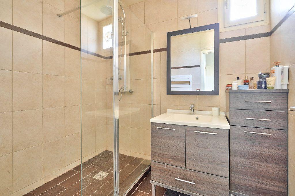 Appartement à vendre 3 70.13m2 à Rueil-Malmaison vignette-4
