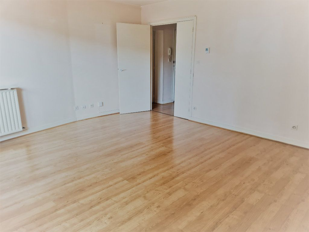 Appartement à louer 2 57.73m2 à Agen vignette-1