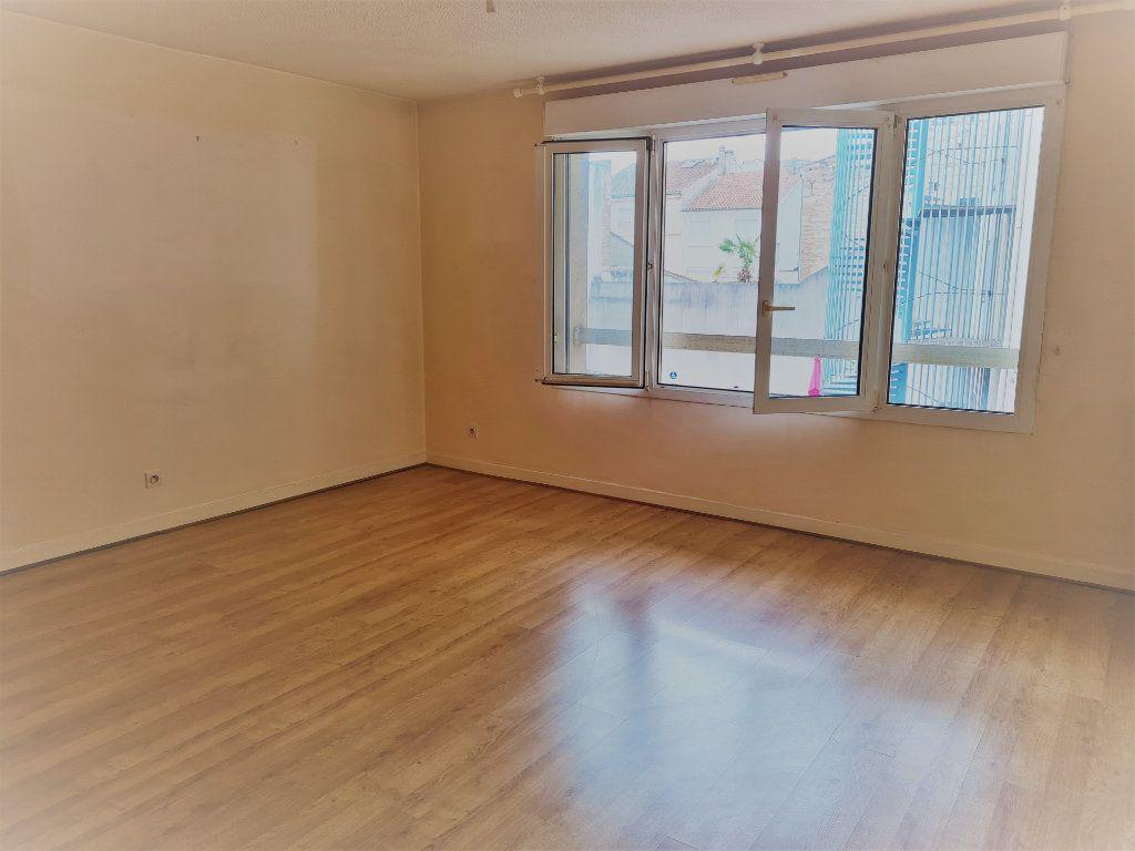 Appartement à louer 2 57.73m2 à Agen vignette-2