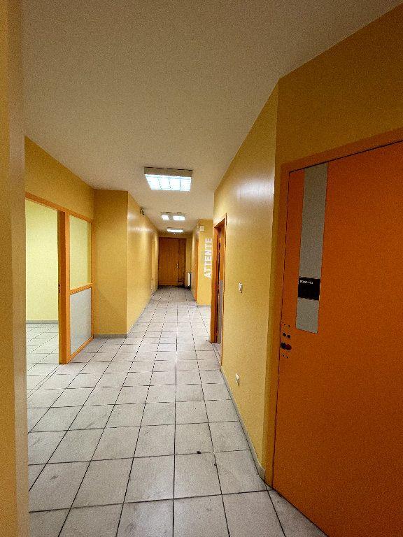 Appartement à vendre 4 110.96m2 à Livron-sur-Drôme vignette-6