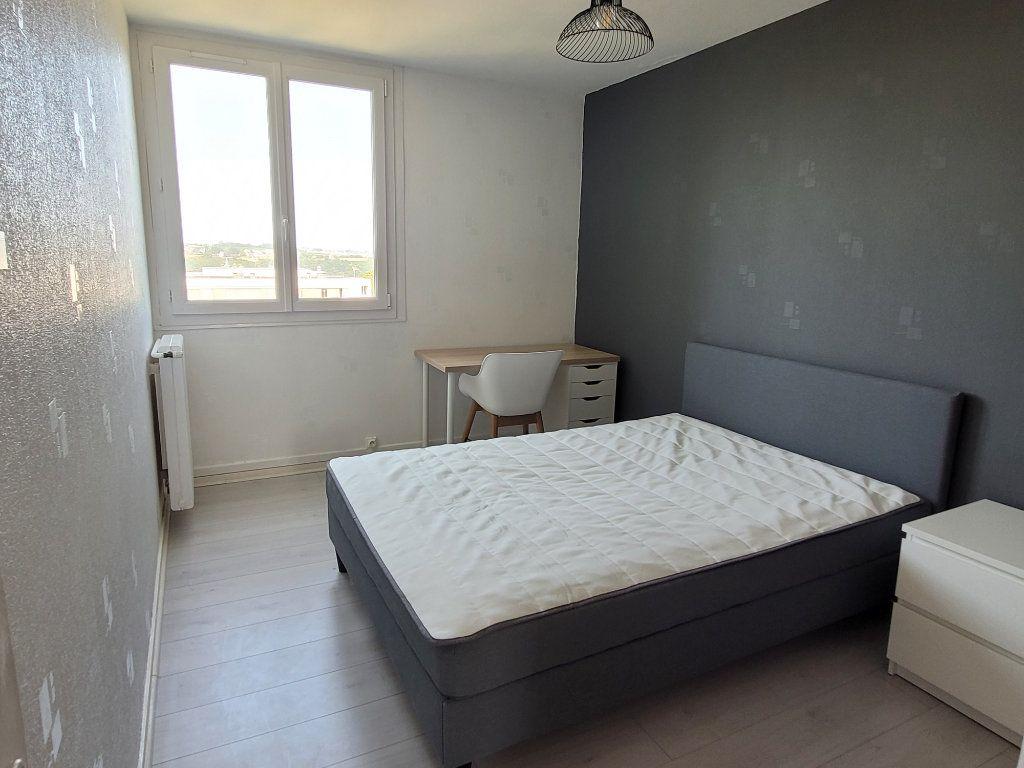 Appartement à louer 1 75.9m2 à Saint-Brieuc vignette-2