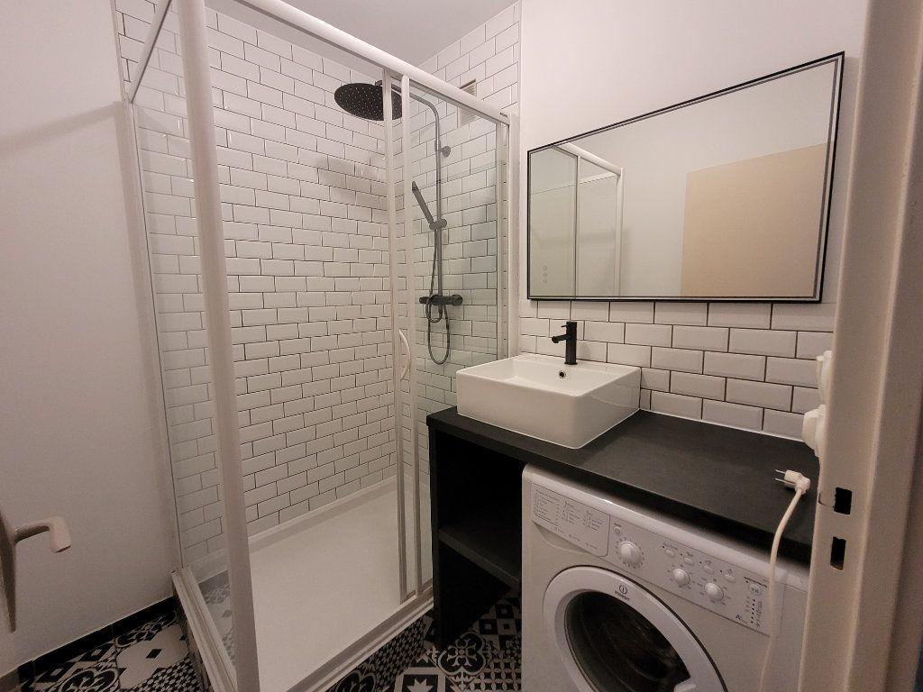 Appartement à louer 1 75.9m2 à Saint-Brieuc vignette-3