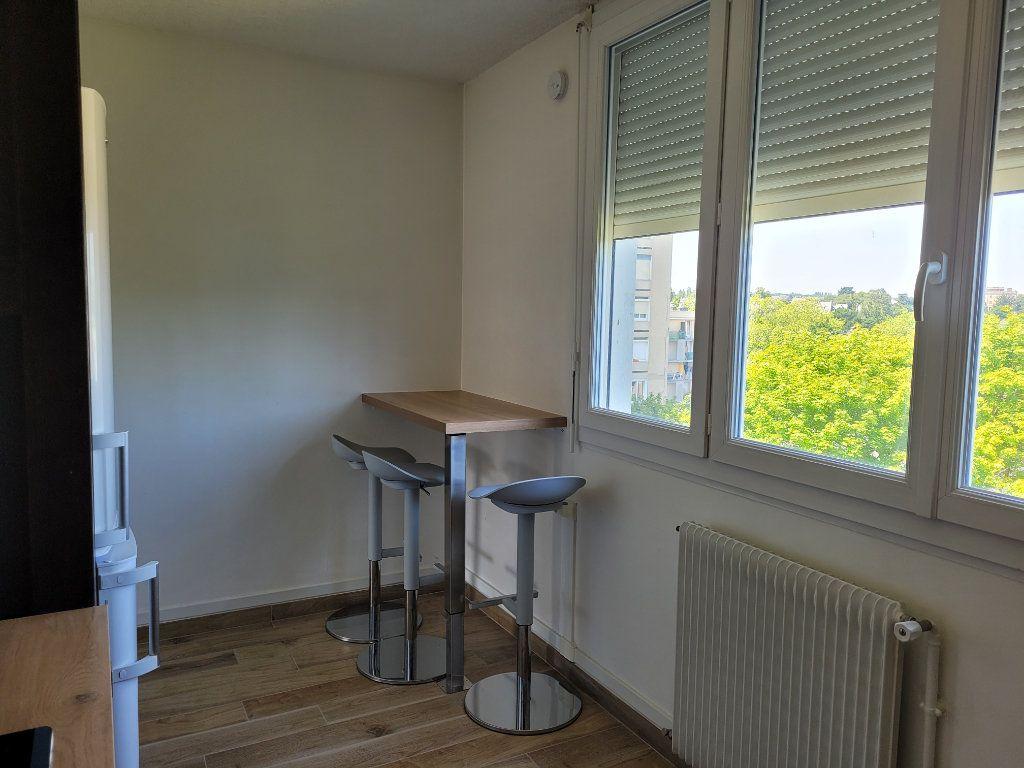 Appartement à louer 1 75.9m2 à Saint-Brieuc vignette-4