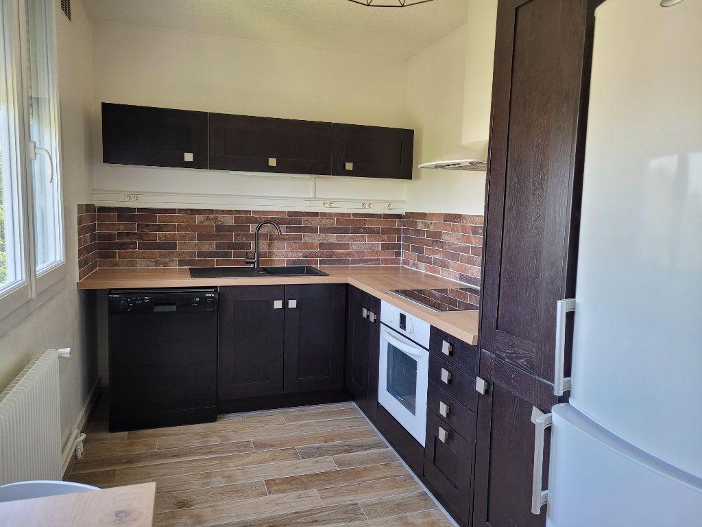 Appartement à louer 1 75.9m2 à Saint-Brieuc vignette-5
