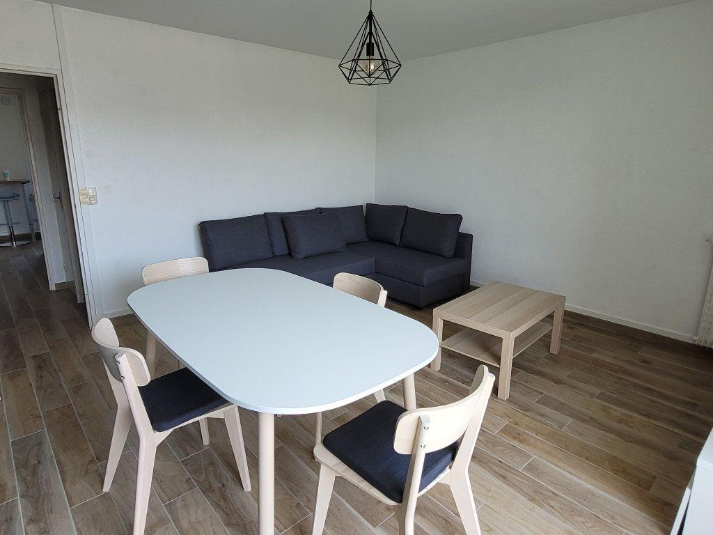 Appartement à louer 1 75.9m2 à Saint-Brieuc vignette-6