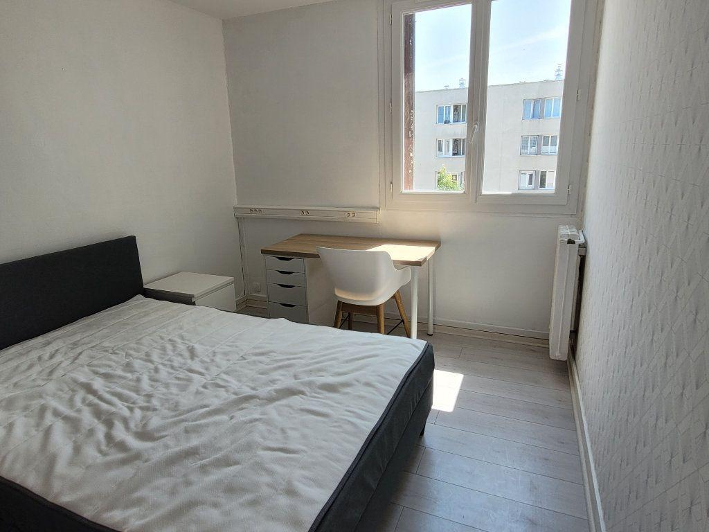 Appartement à louer 1 75.9m2 à Saint-Brieuc vignette-1