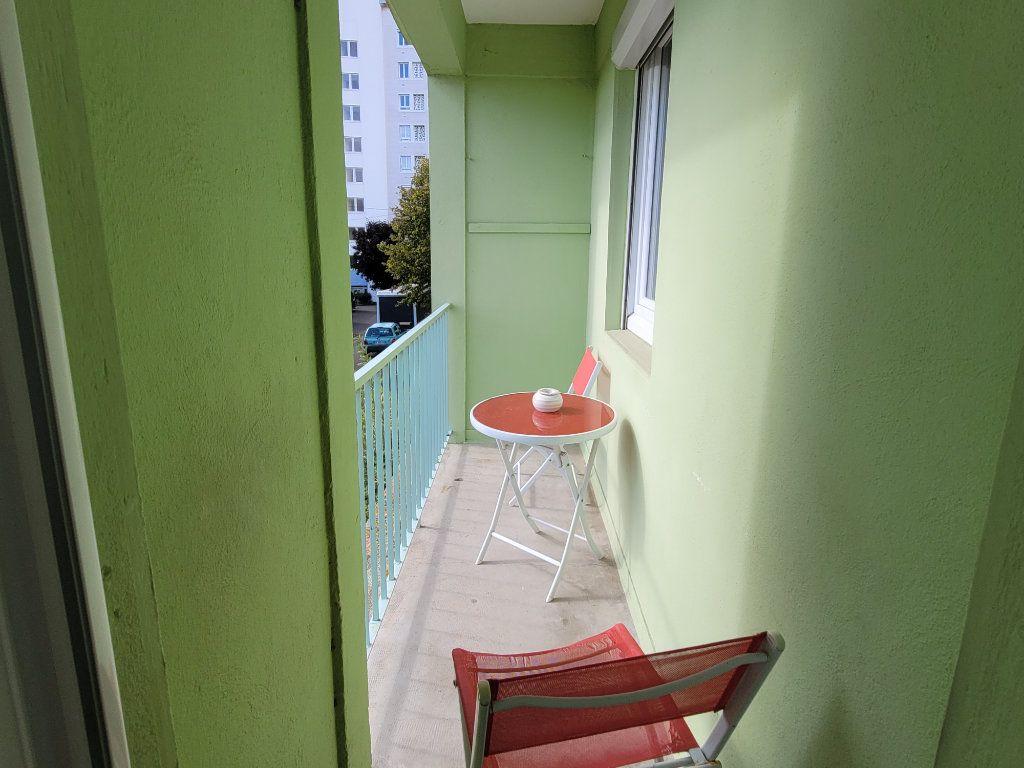 Appartement à louer 4 11m2 à Saint-Brieuc vignette-3