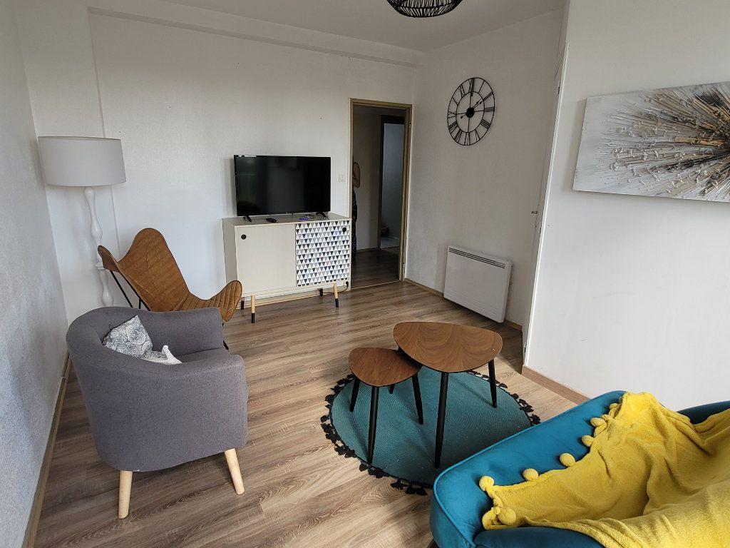 Appartement à louer 4 11m2 à Saint-Brieuc vignette-1