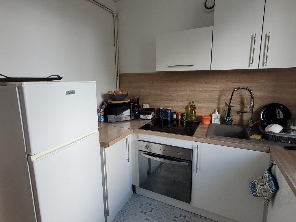 Appartement à louer 4 11m2 à Saint-Brieuc vignette-4