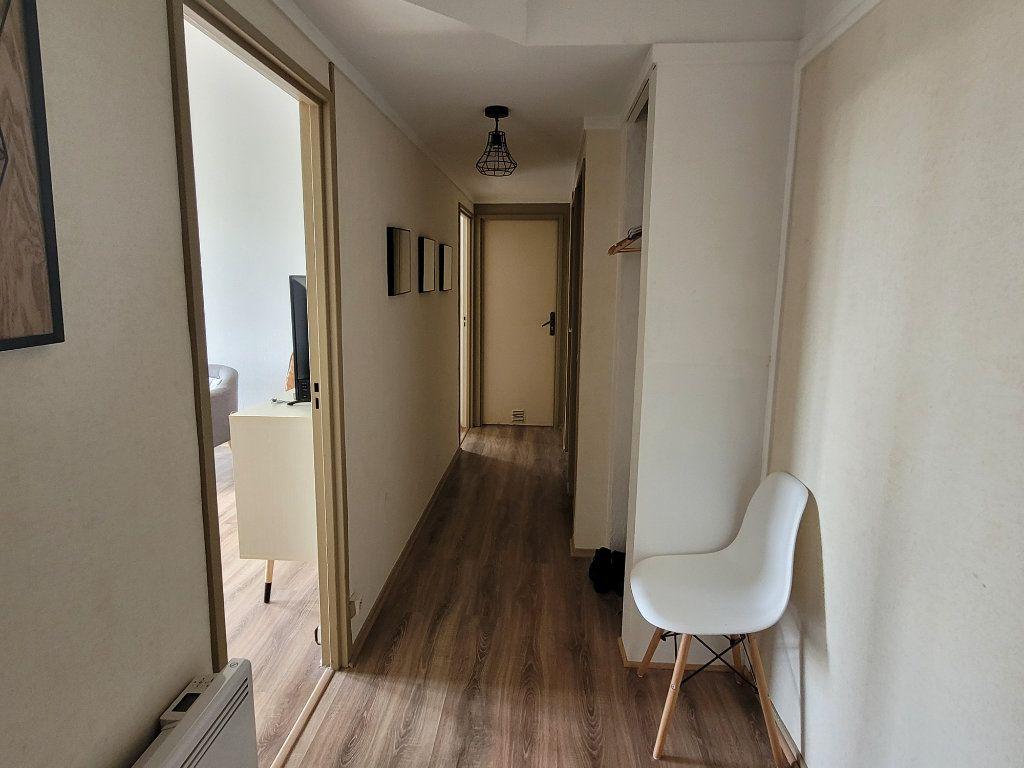 Appartement à louer 4 11m2 à Saint-Brieuc vignette-5