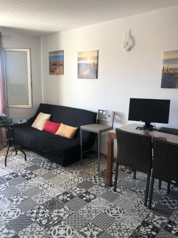 Appartement à louer 1 29.5m2 à Six-Fours-les-Plages vignette-1