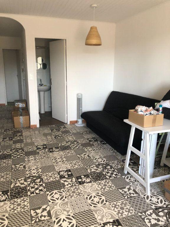Appartement à louer 1 29.5m2 à Six-Fours-les-Plages vignette-2