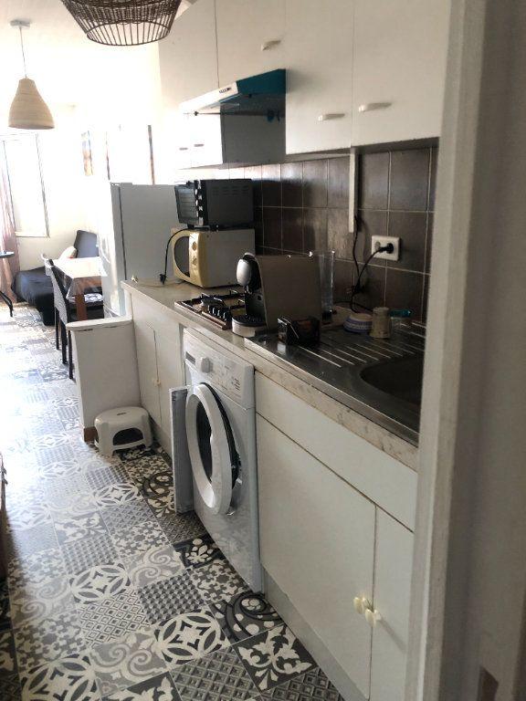 Appartement à louer 1 29.5m2 à Six-Fours-les-Plages vignette-3