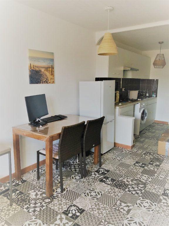 Appartement à louer 1 29.5m2 à Six-Fours-les-Plages vignette-5