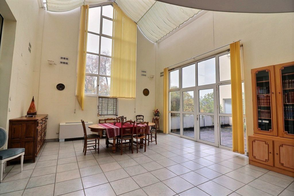Appartement à vendre 5 157.12m2 à Dijon vignette-1