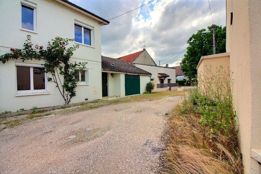 Maison à vendre 4 111m2 à Genlis vignette-10
