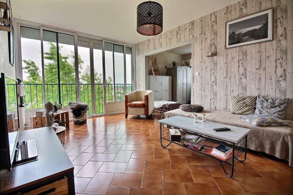 Appartement à vendre 4 75.41m2 à Chevigny-Saint-Sauveur vignette-1