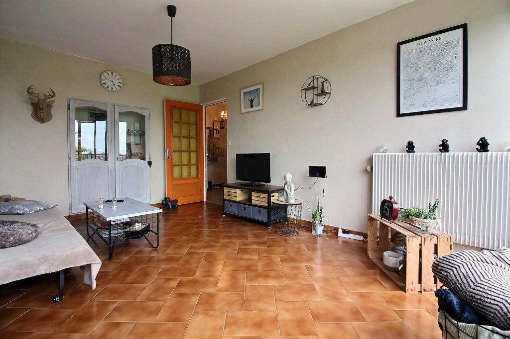 Appartement à vendre 4 75.41m2 à Chevigny-Saint-Sauveur vignette-2