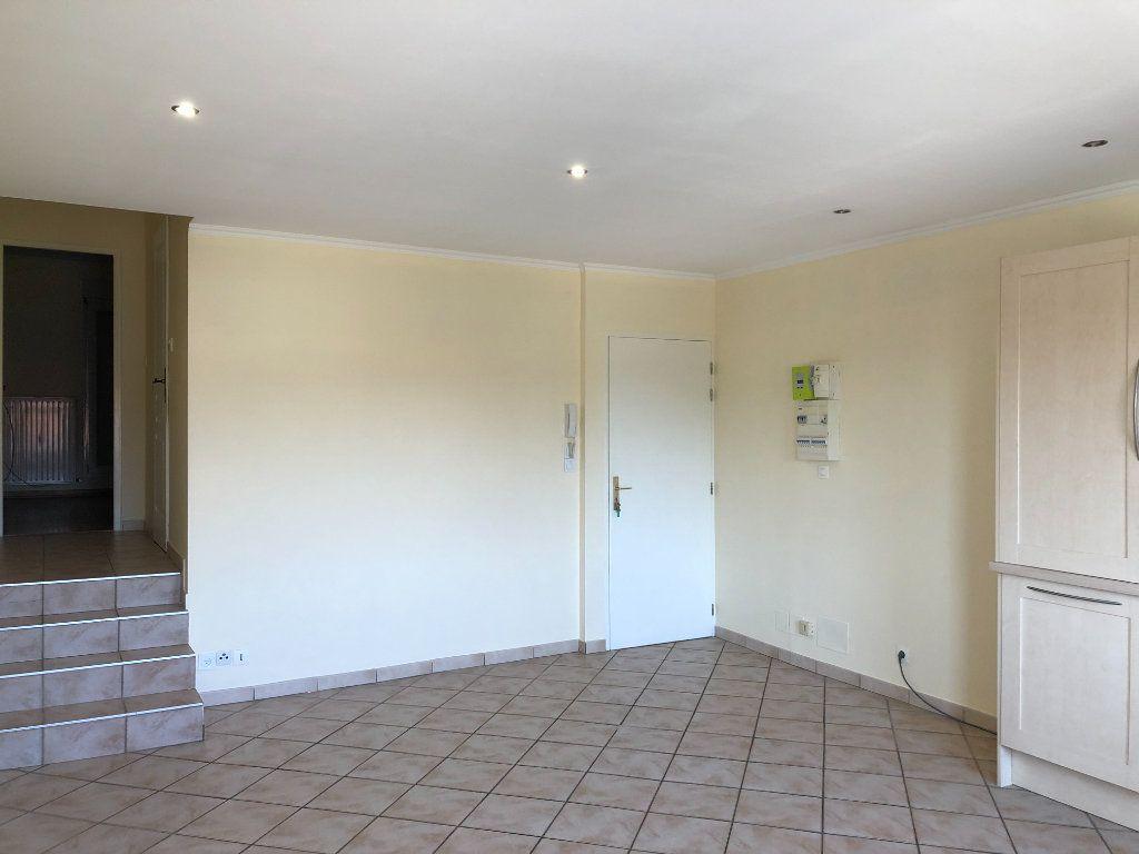 Appartement à louer 2 43.5m2 à Thionville vignette-3