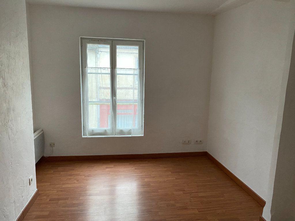 Appartement à louer 2 31.6m2 à Montoire-sur-le-Loir vignette-2