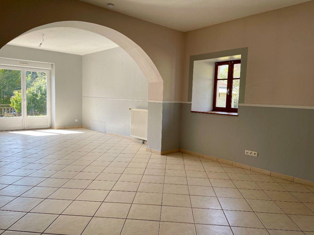 Maison à louer 6 163m2 à Fontenois-lès-Montbozon vignette-3