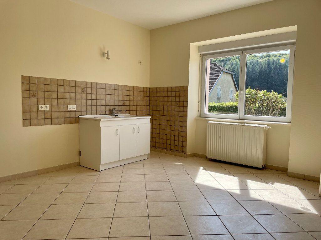 Maison à louer 6 163m2 à Fontenois-lès-Montbozon vignette-4