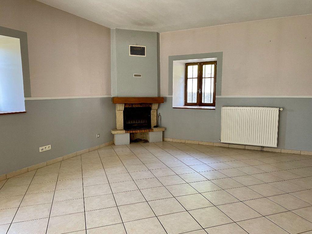Maison à louer 6 163m2 à Fontenois-lès-Montbozon vignette-6