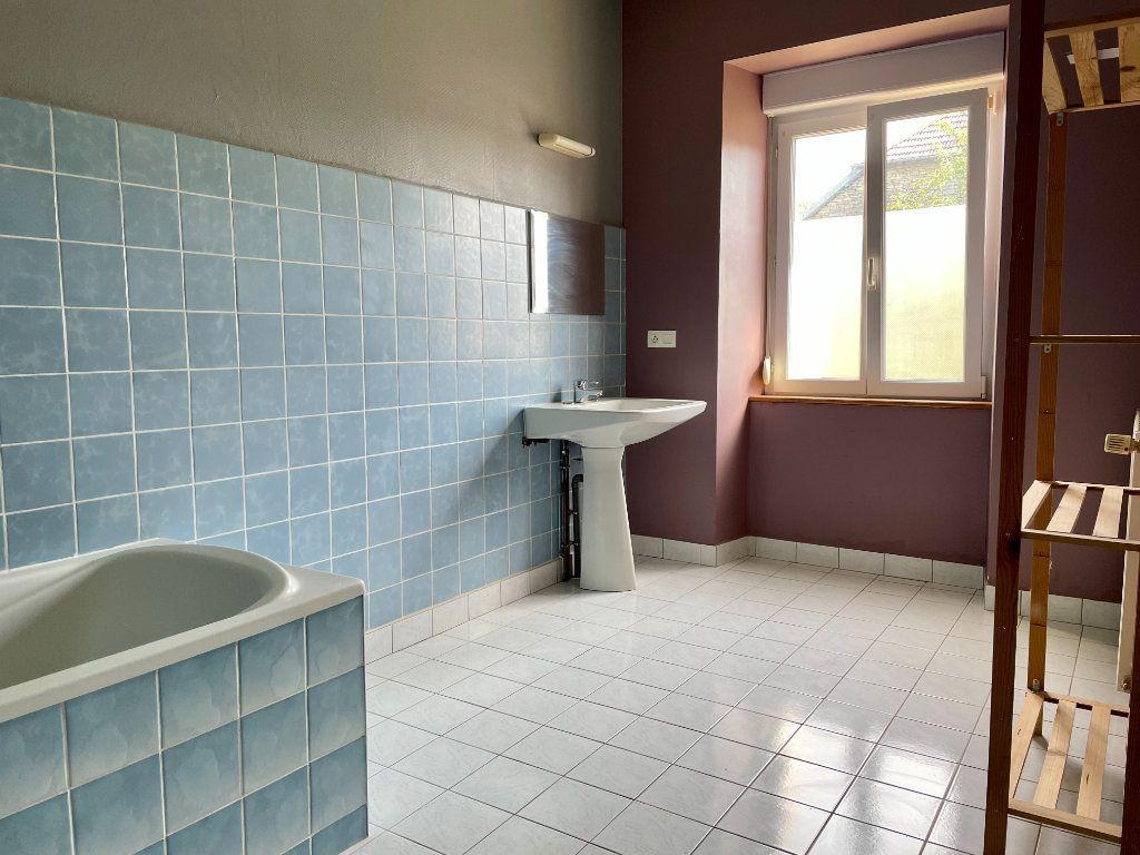 Maison à louer 6 163m2 à Fontenois-lès-Montbozon vignette-9